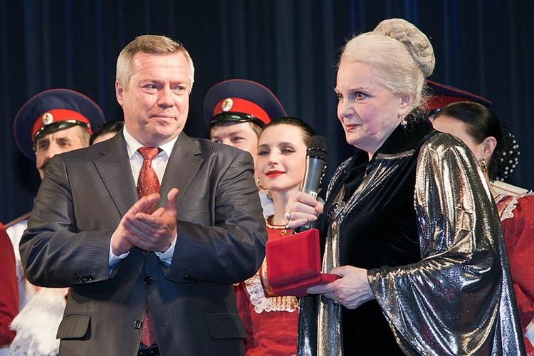 30 апреля 2013 года, г. Москва, Малый театр. Фото пресс-службы губернатора Ростовской области