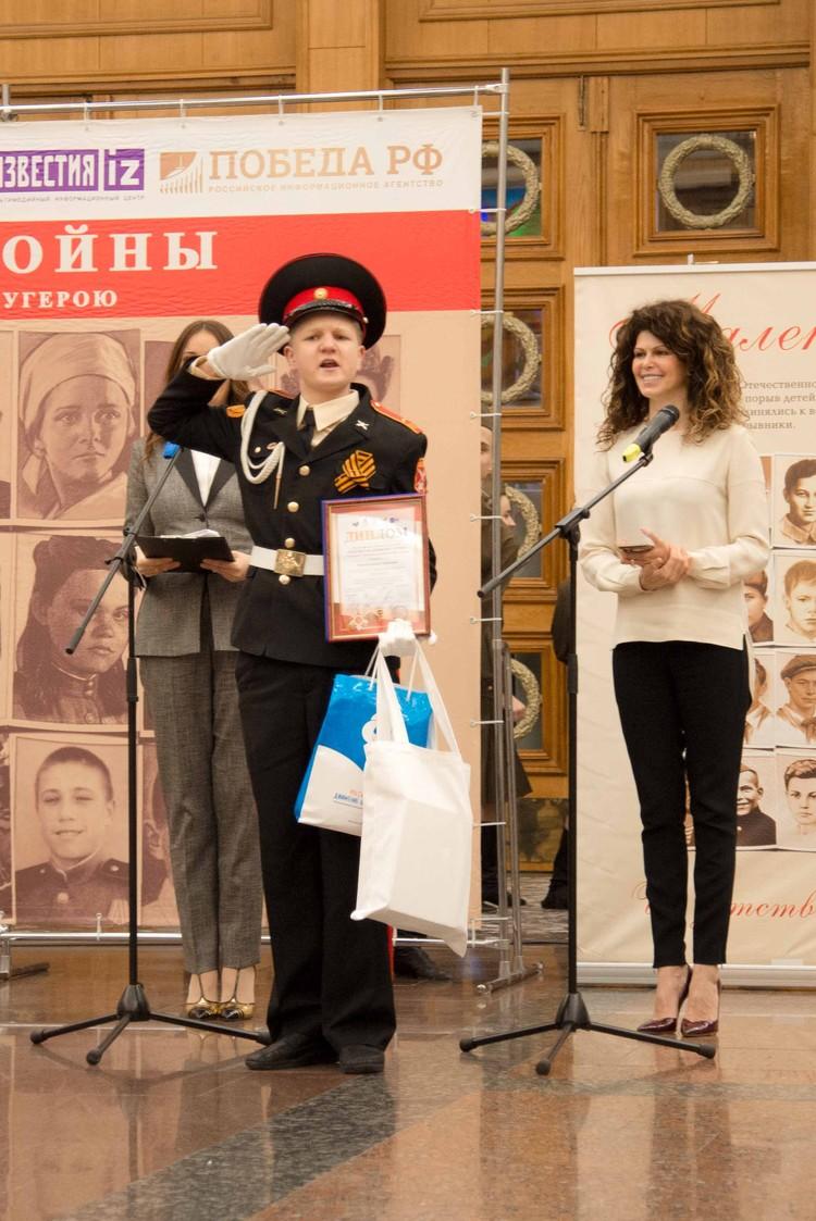 Миша Митюков написал балладу о юном партизане Вите Захарченко. Фото: пресс-служба Фонда «Спешите делать добро!»