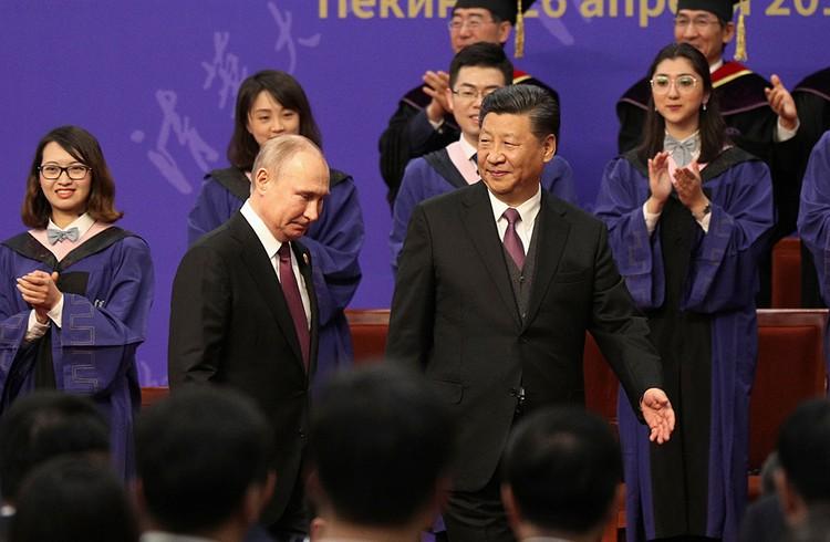 Президент начал отвечать на вопросы журналистов с перспектив совместной работы с Китаем над инфраструктурой континента