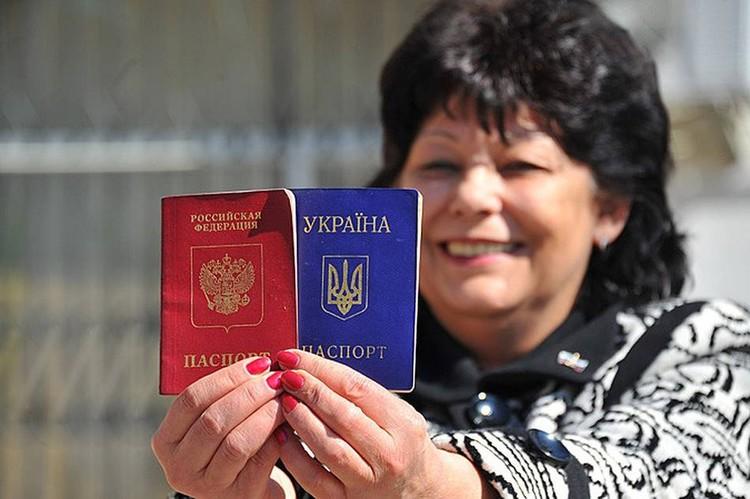 Украинские паспорта сдавать не придется