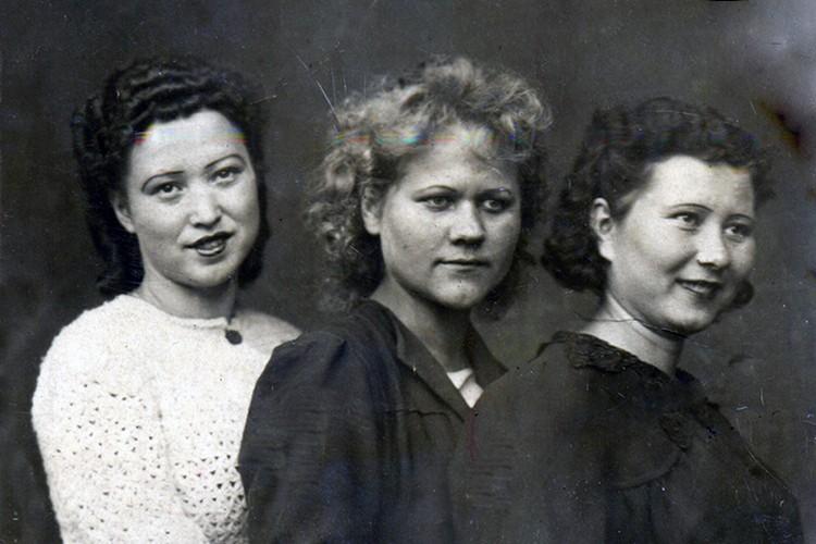 Галина (слева) с сестрами. Фото: музей «Мемориал Победы»
