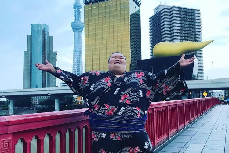 Так Анатолий выглядел, когда жил в Японии. Фото: личный архив Анатолия Михаханова