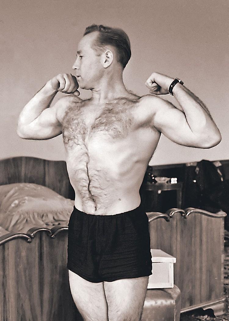 Алексей Леонов всегда поддерживал прекрасную физическую форму. Фото: Валентин ЧЕРЕДИНЦЕВ/Фотохроника ТАСС