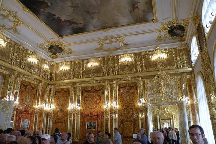 А вы знали, что современная Янтарная комната - не оригинал, а мастерски сделанная копия? Фото: Wikipedia (Chatsam)