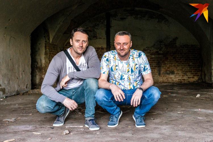 Олег Полищук (слева) и Иван Чайчиц исследуют надписи на стенах Брестской крепости в качестве хобби - и открыли много интересного. Фото: Олег ПОЛИЩУК