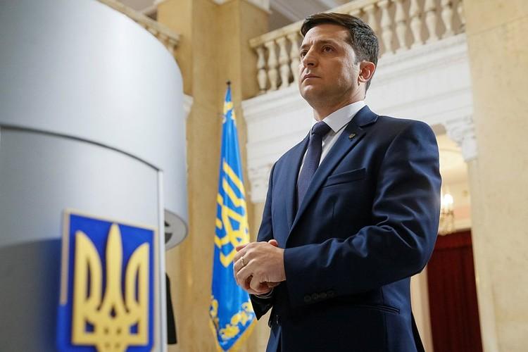 Владимир Зеленский с успехом продолжает исполнять пользующиеся успехом у публики репризы на новом посту