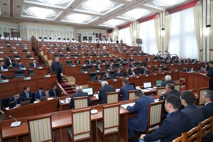Судьбу Атамбаева парламент решит 27 июня.