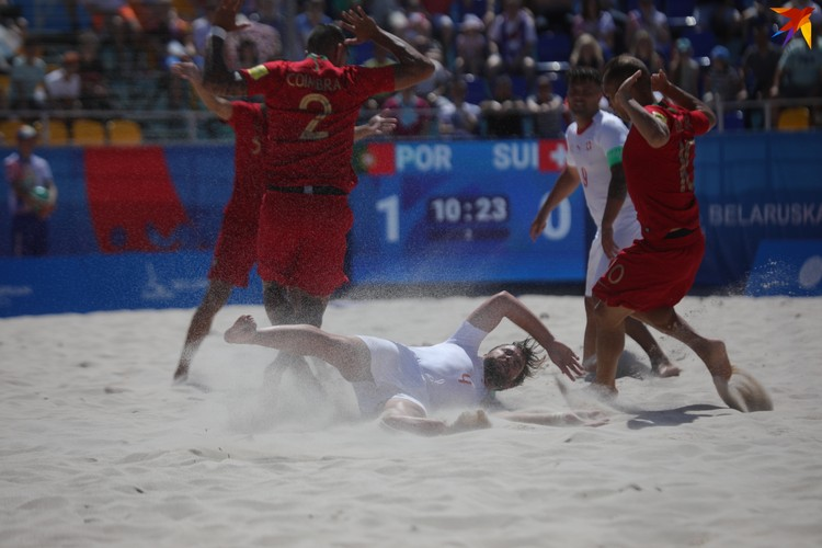 К песку в глазах игроки привыкли.