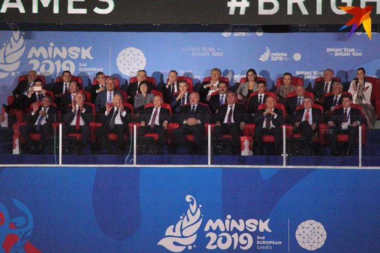 На церемонию закрытия приехали президенты России, Армении, Таджикистана, глава МОК Томас Бах.