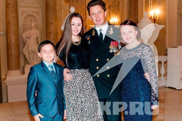 Андрей Воскресенский с женой и детьми