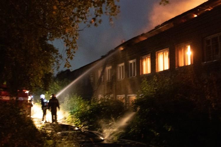 Пожарные не дали огню разрастись. Фото: Константин ЛОЖЕНИЦЫН, «Любительская метеорология в Кирове»