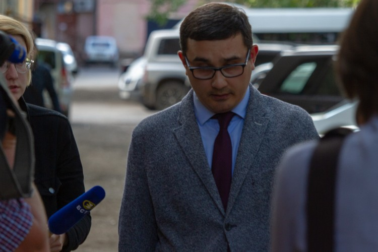 Адвокат Хайруллиной беседовать с журналистами отказался
