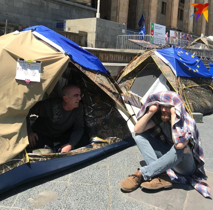 Вахтанг Сихарулидзе - антироссийски настроенный врач-нарколог, 14 дней голодает у парламента.
