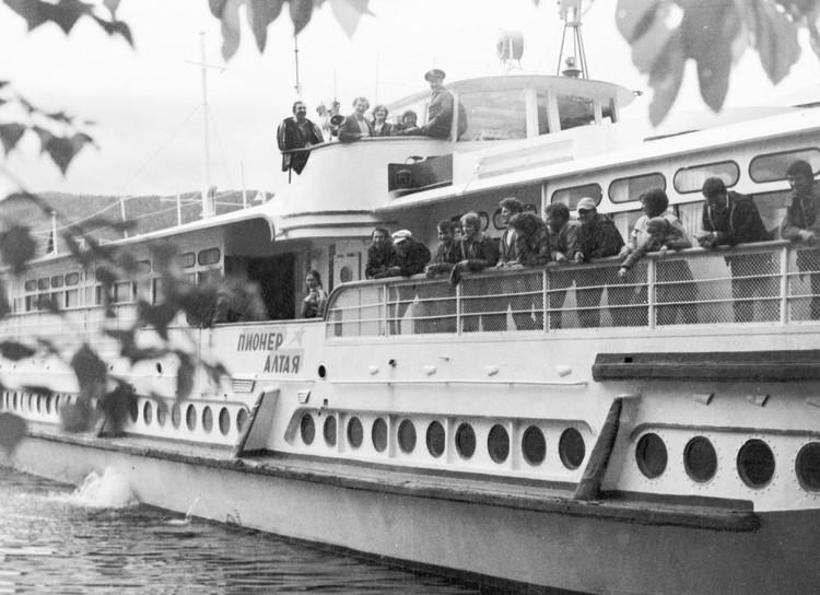 В 1968 году корабль впервые вышел в рейс на Телецком озере.