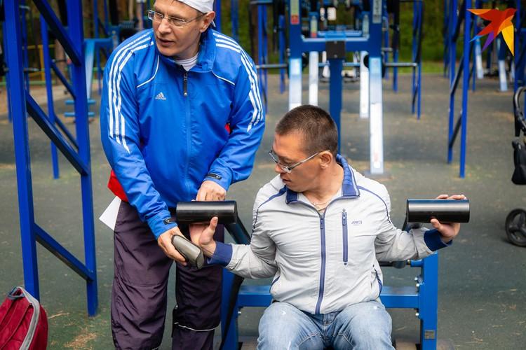 Уличные тренажеры - отличный способ сэкономить на спортзале.