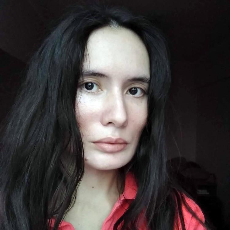 Людмила Вебер - выпускница ВГИКа, работала в командах фильмов «Бумер-2», «Живой», занимала должность редактора сценариев в одной из крупных компаний