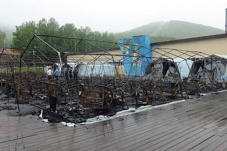От палаток в лагере ничего не осталось. Фото: ГУ МЧС России по Хабаровксому краю.