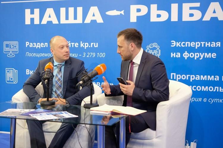 """Алексей Буглак в мобильной студии """"КП""""."""