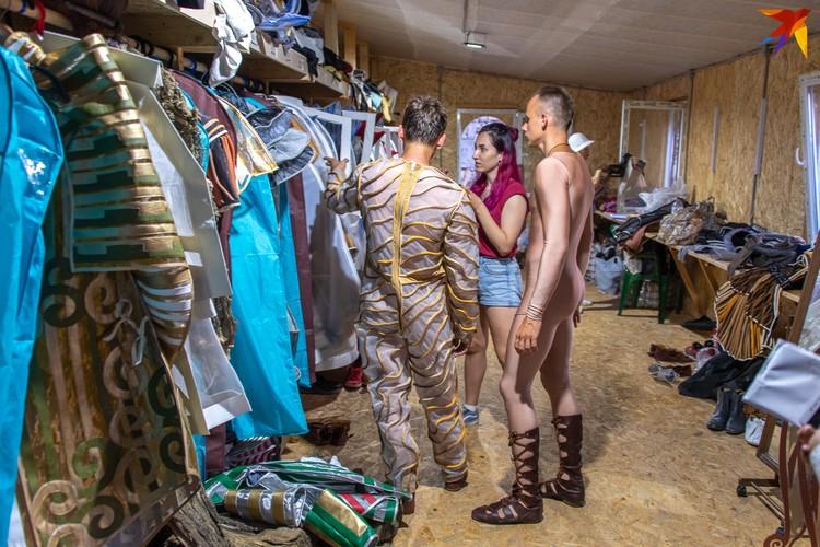Здесь хранятся костюмы
