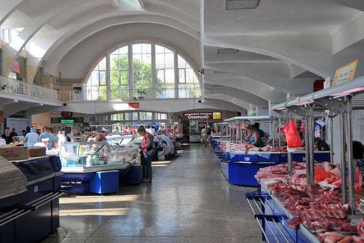 На Центральном рынке города мало покупателей – цены кусаются, причем на всё.