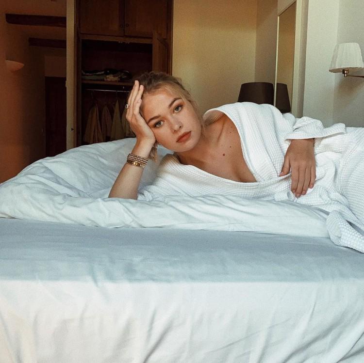 Соня Киперман сфотографировалась в постели. Фото: Инстаграм.