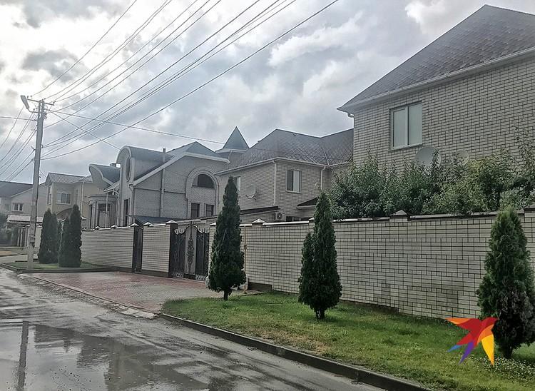 В этом доме был прописан бывший глава столичного СК Александр Дрыманов.