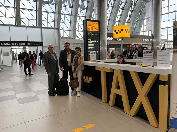 Стойка такси на первом этаже аэровокзального комплекса. Фото: пресс-служба аэропорта Симферополь