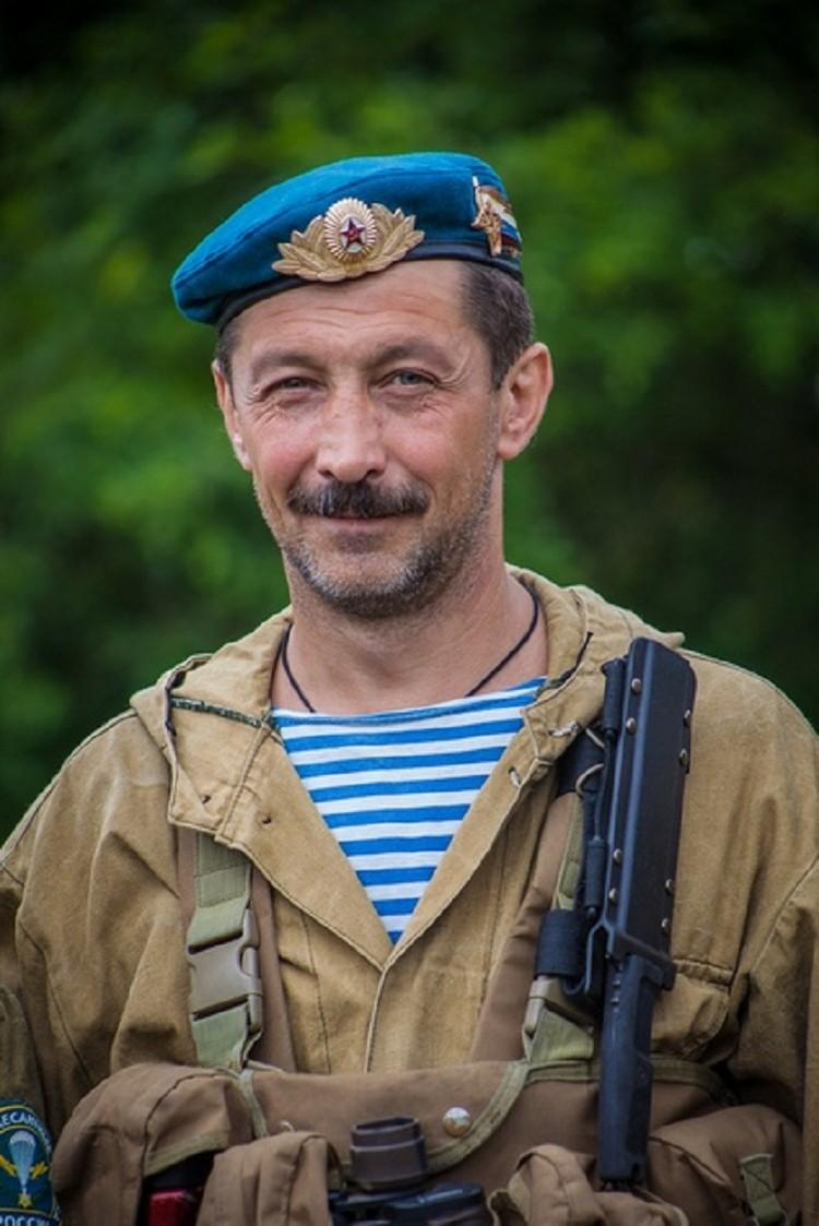 Алексей Погосов является председателем городского отделения Союза десантников России