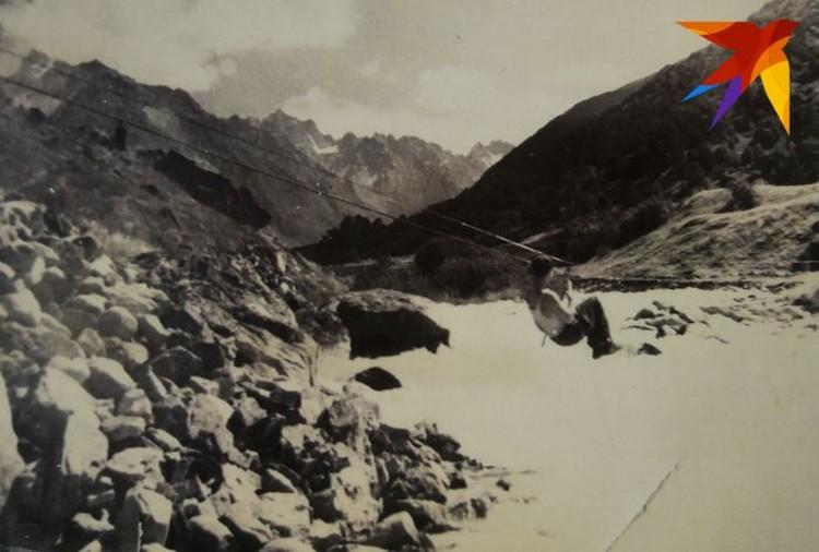 Через реки участники похода 1957 года переправлялись с помощью троса. Фото: предоставил Павел Тарзин