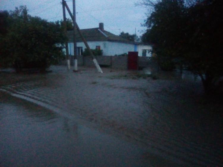 Фото: В Приозерном много воды на улицах и во дворах. ПОДСЛУШАНО | КЕРЧЬ/VK