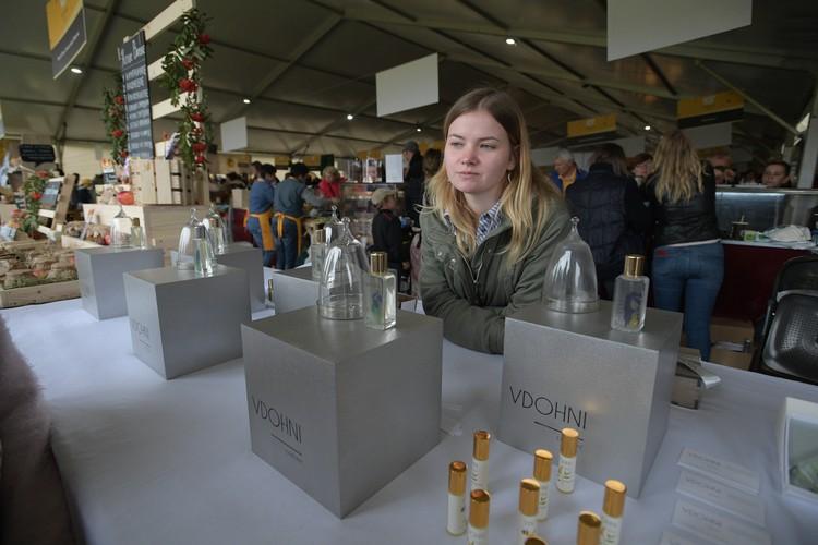 Деревенский парфюм с ароматом гусей и козочек, - шутят гости. Да, есть на фестивале и фермеры-парфюмеры