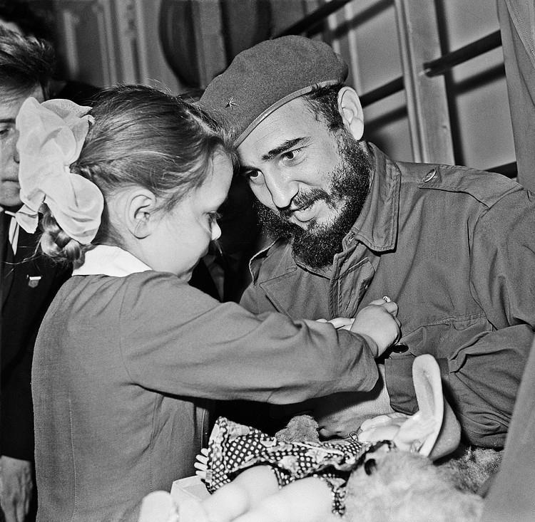 Фидель Кастро во время посещения Ленинграда в 1963 году. Фото Владимир Савостьянов /Фотохроника ТАСС/