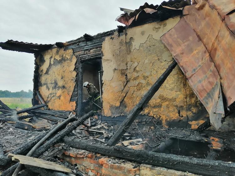 При разборе завалов спасатели обнаружили тела женщины и троих детей