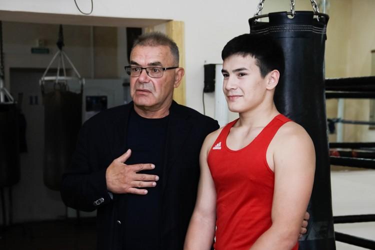 Президент фонда поддержки бокса «Боксерский клуб» Владимир Прохоров вручил Данилу 50 тысяч рублей.