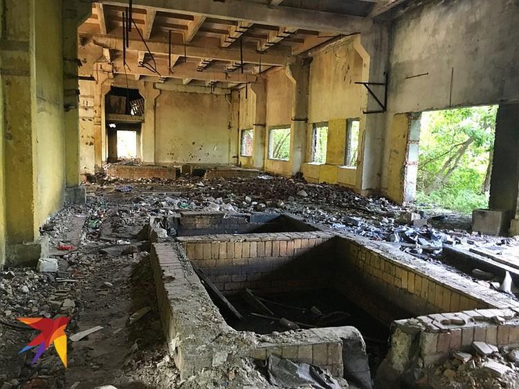 Одно из помещений бывшего завода.