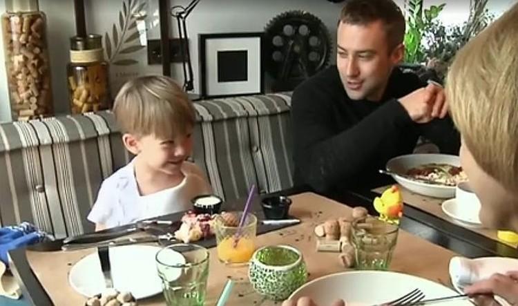 Телеведущий Дмитрий Шепелев с сыном Платоном