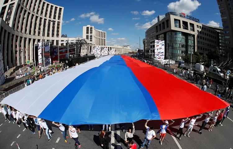 Вот это флаг! Триколор рекордного размера