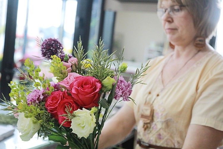 Совет от учителей - родителям: просите, чтобы флористы составляли букет в вашем присутствии