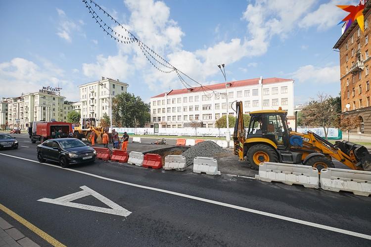Работники говорят, что до конца дня, 2 сентября, должны закончить ремонт дороги.