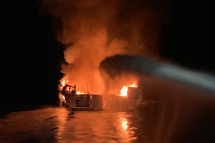 Пожарные службы продолжают бороться с огнем
