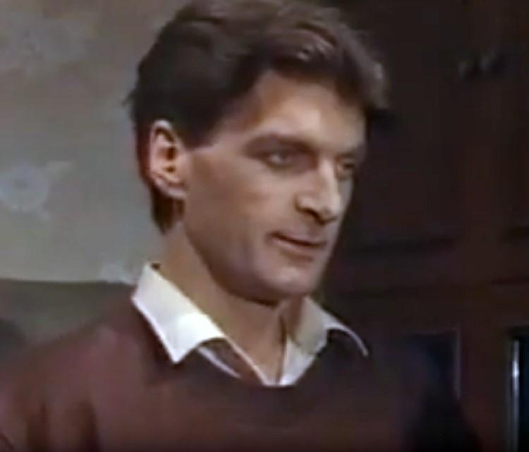 Сергей Колесников в роли инженера Сергея Кузнецова, потерявшего работу в 90-е