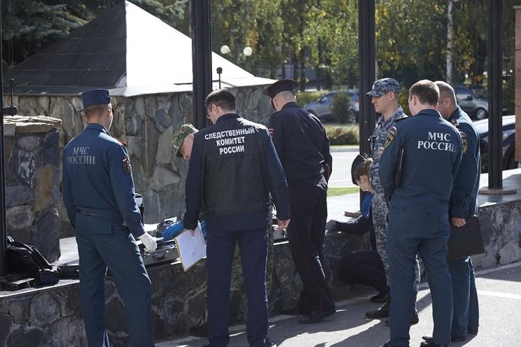 На месте происшествия работает следственно-оперативная группа. Фото: Сергей Грачев