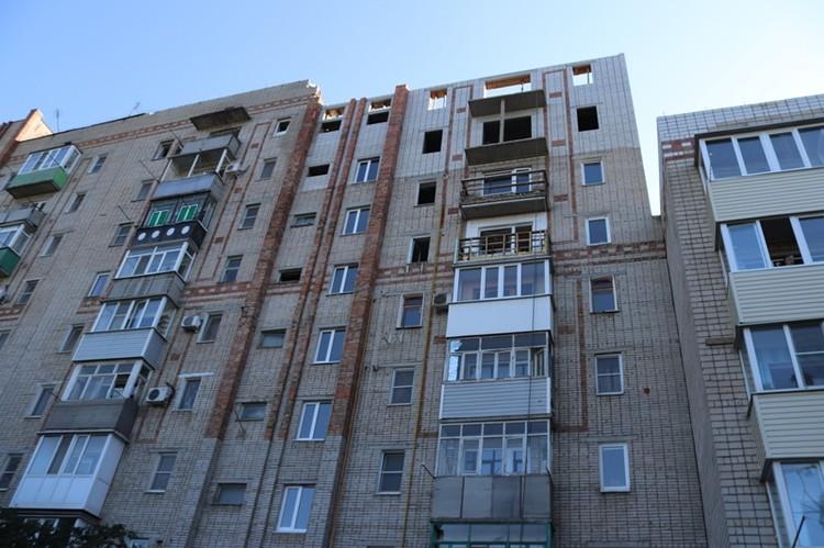 Как раз сегодня планируют завершить кладку несущих стен на девятом этаже. Фото: администрация г. Шахты.