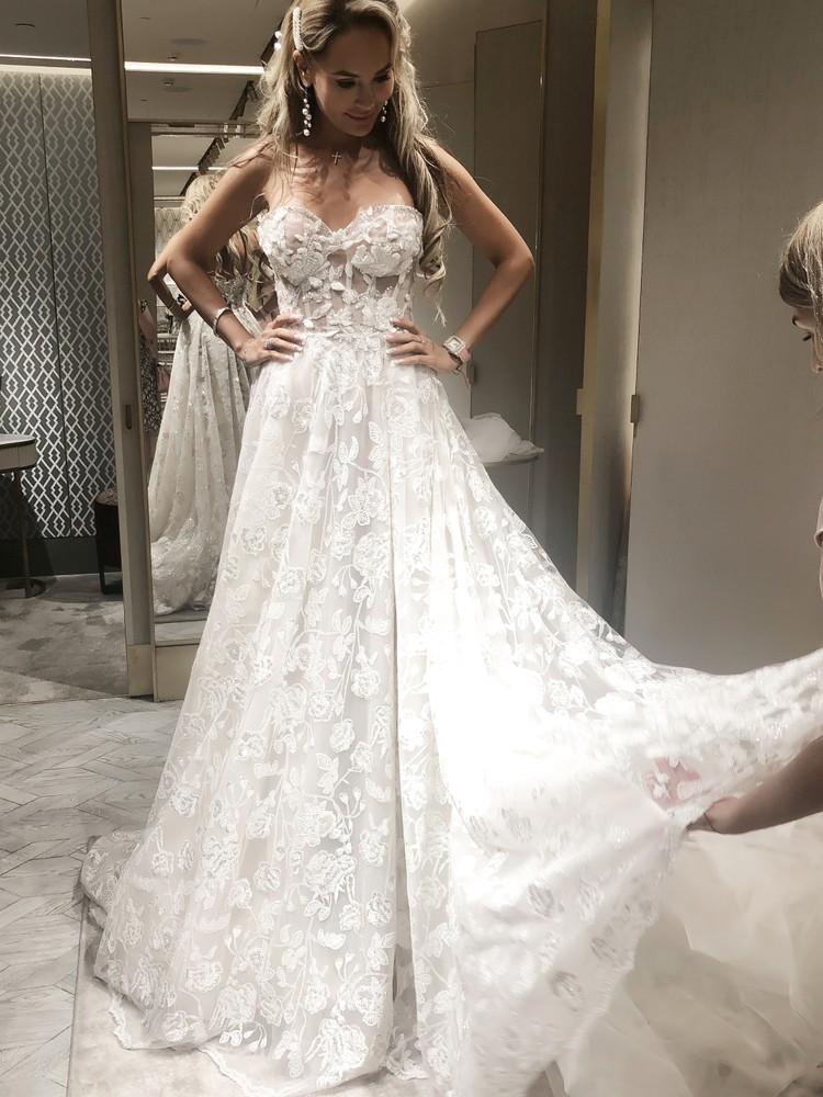 В свадебном салоне недавно побывала и Анна Калашникова