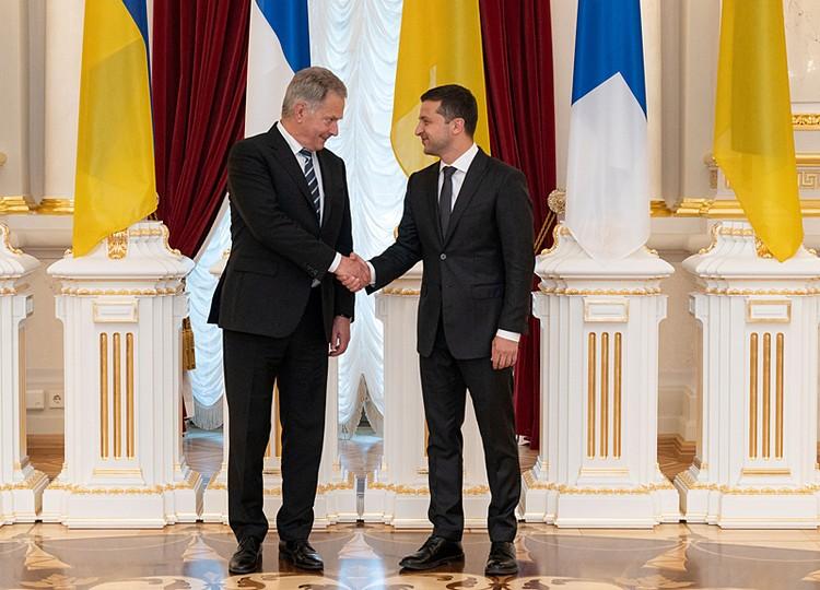Приехавший в Киев президент Финляндии Саули Ниинисте прятать глаза не стал