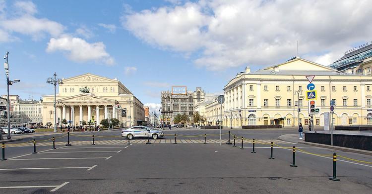 Театральная площадь. ЦУМ. Фото: Александр ШПАКОВСКИЙ