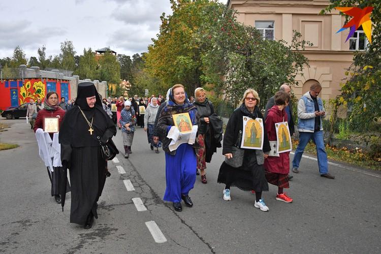 Паломники в пути. Больше фото - в фоторепортаже kp.ru