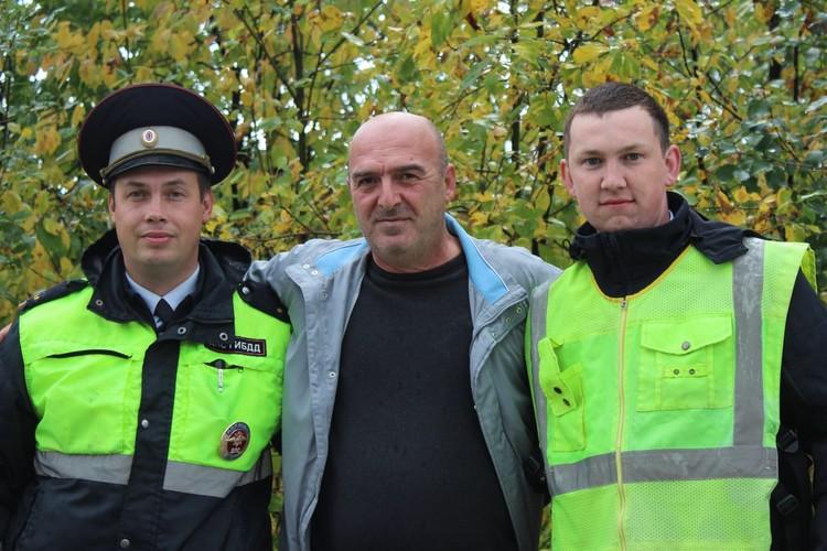 Спасенный мужчина поблагодарил инспекторов, которые его спасли. Фото: УГИБДД по Свердловской области