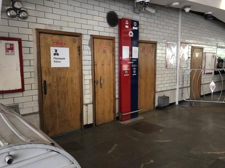 Стрельба началась в комнате полиции в вестибюле станции