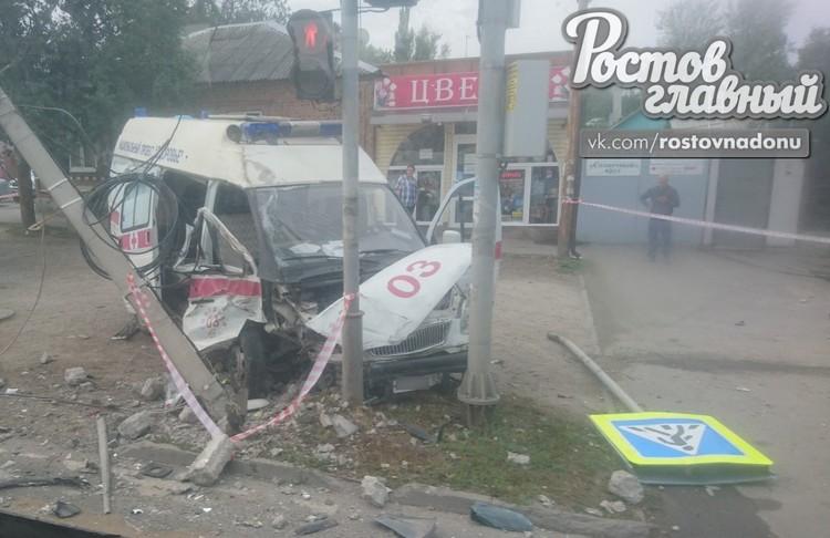 В Ростове-на-Дону в аварии с участием «скорой» пострадали четыре человека.